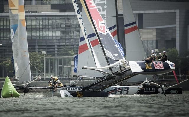 Pressure Drop Larson Led Alinghi Take Singapore